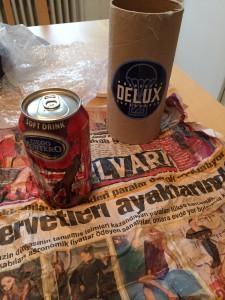 Cola från Kuba, inslagen i tidning från Turkiet(?) och förpackad med etikett från Danmark.